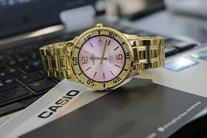 đồng hồ đeo tay nữ casio