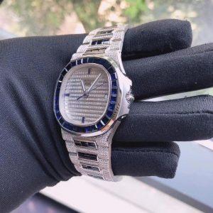 vv 2 300x300 - Patekk Philippee Nautilus Platinum Chế Tác Vàng Khối 18K Shapire Thiên Nhiên
